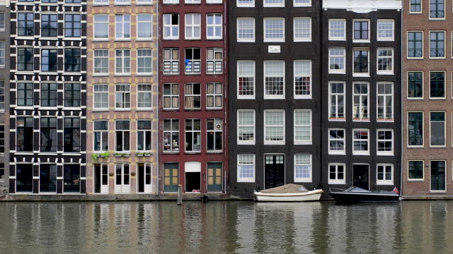 amsterdam canal 4k video damrak in centrum - canal stock videos & royalty-free footage