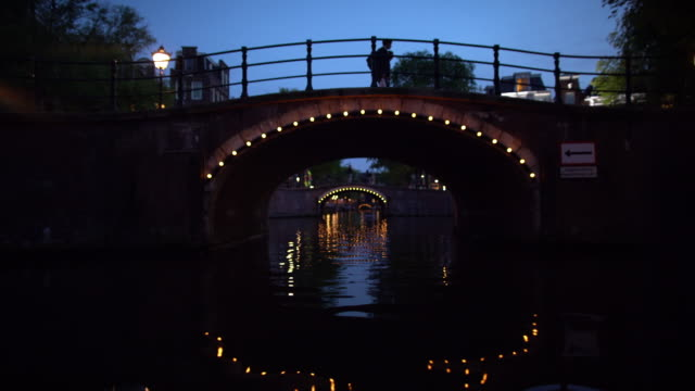 amsterdam canals at night - amsterdam video stock e b–roll