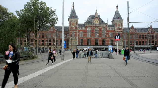 amsterdam centraal station time lapse - stazione video stock e b–roll