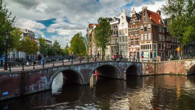 amsterdam netherlands in europe - 4k cityscapes, landscapes & establishers - canal stock videos & royalty-free footage