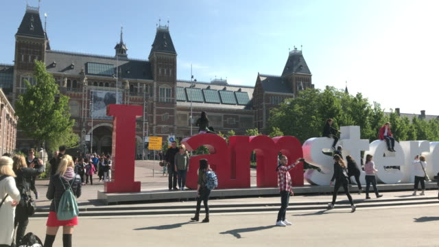 i amsterdam sign outside the rijksmuseum, amsterdam, netherlands - amsterdam stock videos & royalty-free footage
