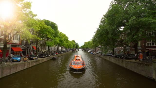 運河と太陽のアムステルダム - 環状運河地区点の映像素材/bロール