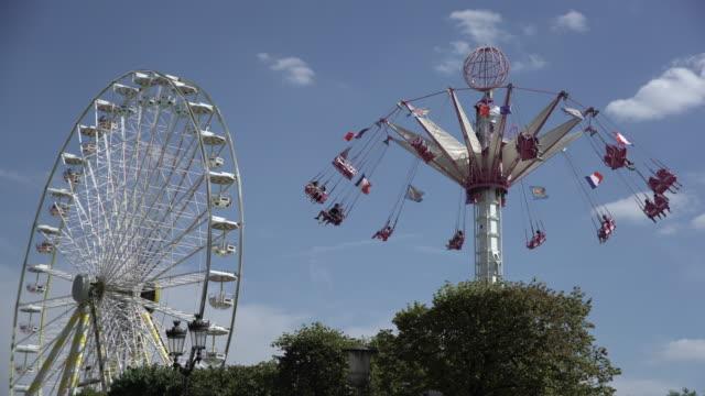 vidéos et rushes de amusement park - être en mouvement