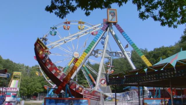 amusement park wide shot - amusement park stock videos & royalty-free footage