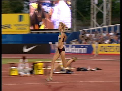 amy acuff clears women's high jump 2003 international athletics grand prix crystal palace london - sportlerin stock-videos und b-roll-filmmaterial