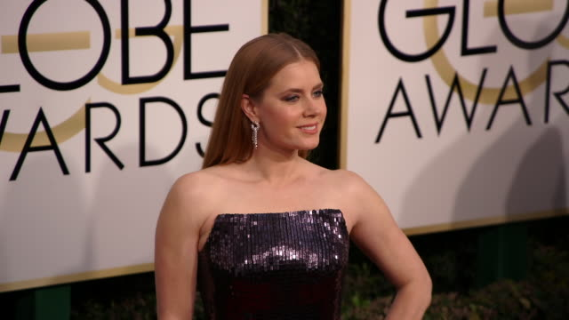 amy adams at the 74th annual golden globe awards arrivals at the beverly hilton hotel on january 08 2017 in beverly hills california 4k - ビバリーヒルトンホテル点の映像素材/bロール