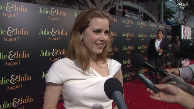 Amy Adams on the choice not to meet the real Julie Powell before filming how she read Julie's blog how she likes to make the brussel sprouts and how...