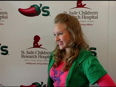 amy bruckner at the chili's create a pepper to benefit st jude children's research hospital at chili's restaurant in westwood california on august 31... - chili's grill & bar stock videos and b-roll footage