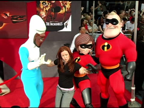 amy davidson and the incredibles at the 'the incredibles' premiere at the el capitan theatre in hollywood, california on october 25, 2004. - el capitan theatre stock videos & royalty-free footage