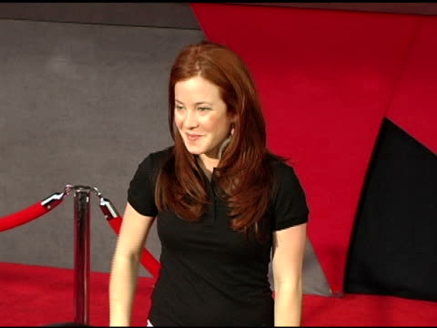 amy davidson at the 'the incredibles' premiere at the el capitan theatre in hollywood, california on october 25, 2004. - エルキャピタン劇場点の映像素材/bロール