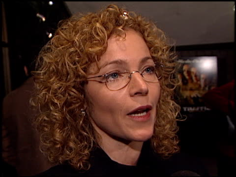 amy irving at the 'traffic' premiere at academy theater in beverly hills, california on december 14, 2000. - traffic点の映像素材/bロール