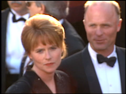 vídeos de stock e filmes b-roll de amy madigan at the 1996 academy awards arrivals at the shrine auditorium in los angeles california on march 25 1996 - 68.ª edição da cerimónia dos óscares
