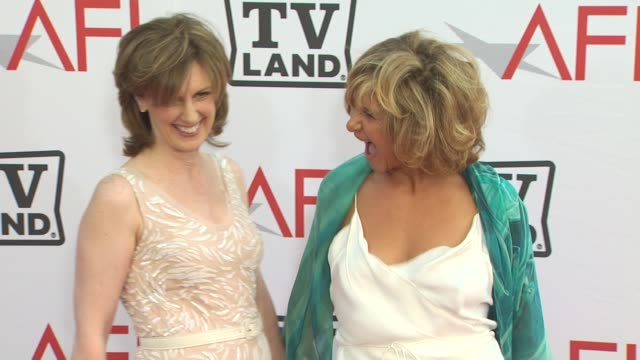 amy pascal anne sweeney at the 38th afi life achievement award honoring mike nichols at culver city ca - afi life achievement award bildbanksvideor och videomaterial från bakom kulisserna