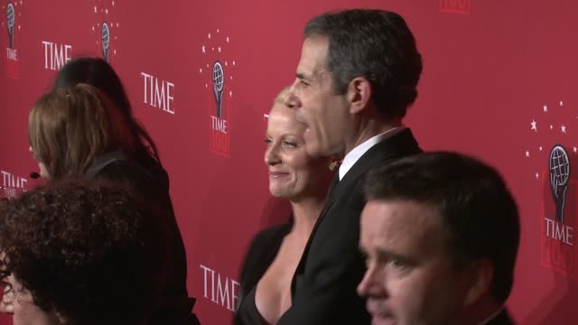 amy poehler and richard stengel at the time's 100 most influential people in the world at jazz at lincoln center in new york, new york on may 8, 2008. - エイミー・ポーラー点の映像素材/bロール