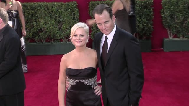 amy poehler and will arnett at the 61st annual primetime emmy awards - arrivals part 4 at los angeles ca. - ウィル アーネット点の映像素材/bロール