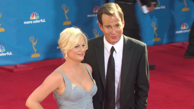 amy poehler and will arnett at the 62nd primetime emmy awards - arrivals part 2 at los angeles ca. - ウィル アーネット点の映像素材/bロール