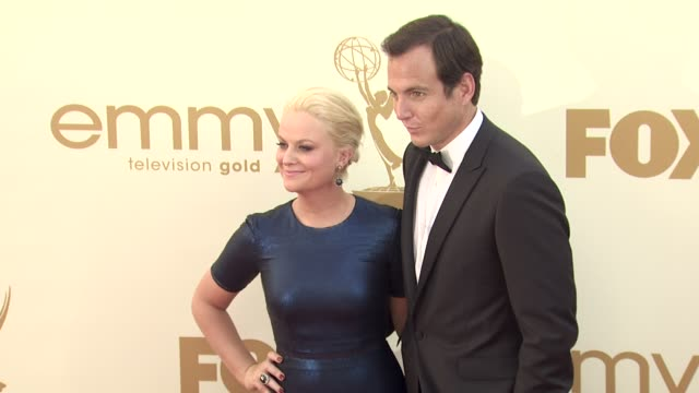 amy poehler and will arnett at the 63rd primetime emmy awards - arrivals part 2 at los angeles ca. - ウィル アーネット点の映像素材/bロール