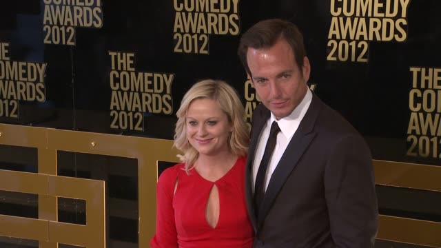 amy poehler and will arnett at the comedy awards 2012 - arrivals on 4/28/2012 in new york, ny, united states. - ウィル アーネット点の映像素材/bロール