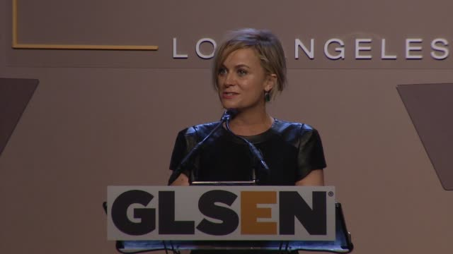 amy poehler at 10th annual glsen respect awards in los angeles, ca 10/17/14 - エイミー・ポーラー点の映像素材/bロール