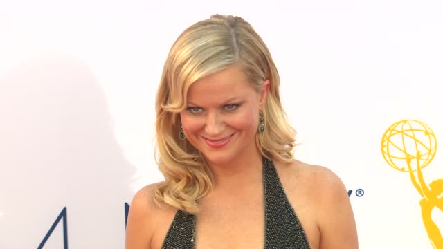 amy poehler at 64th primetime emmy awards - arrivals on 9/23/12 in los angeles, ca. - エイミー・ポーラー点の映像素材/bロール