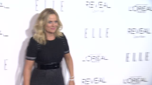 amy poehler at elle's 21st annual women in hollywood celebration in los angeles, ca 10/20/14 - エイミー・ポーラー点の映像素材/bロール