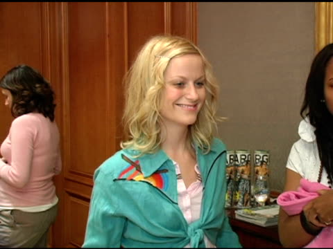 amy poehler at the 2nd annual lucky/cargo club celebration of upfront week on may 18, 2005. - エイミー・ポーラー点の映像素材/bロール