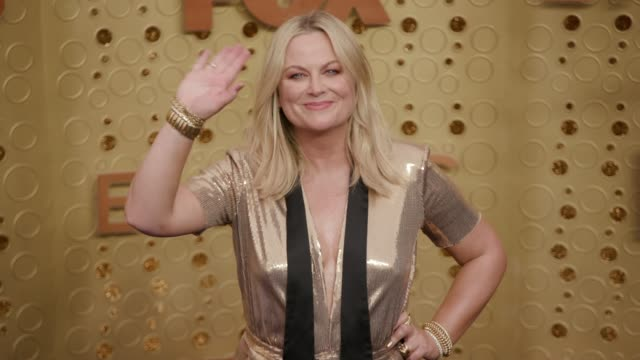 amy poehler at the 71st emmy awards at microsoft theater on september 22, 2019 in los angeles, california. - エイミー・ポーラー点の映像素材/bロール