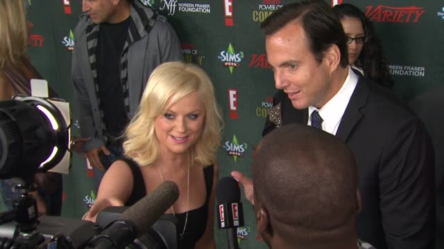 amy poehler & will arnett at the variety's 2nd annual power of comedy event at hollywood ca. - ウィル アーネット点の映像素材/bロール