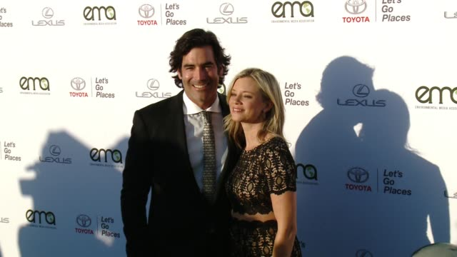amy smart and carter oosterhouse at the 27th annual environmental media association awards at barker hangar on september 23 2017 in santa monica... - barker hangar stock videos & royalty-free footage