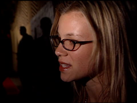 Amy Smart at the 2001 Academy Awards Red Carpet and Spago Party at the Shrine Auditorium in Los Angeles California on March 25 2001