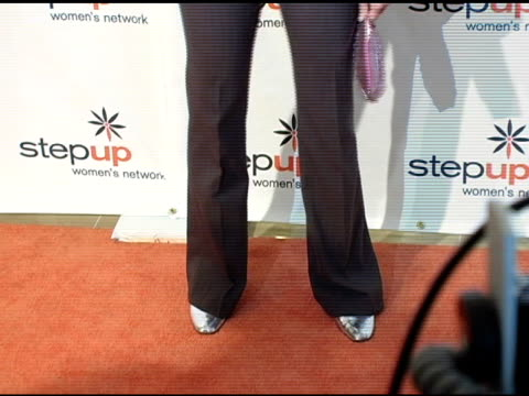 stockvideo's en b-roll-footage met amy smart at the step up women's network inspiration awards luncheon at the beverly hilton in beverly hills california on april 22 2005 - women's image network awards