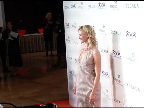 amy smart at the step up women's network inspiration awards sponsored by escada at the beverly hilton in beverly hills, california on april 27, 2006. - escada stock-videos und b-roll-filmmaterial