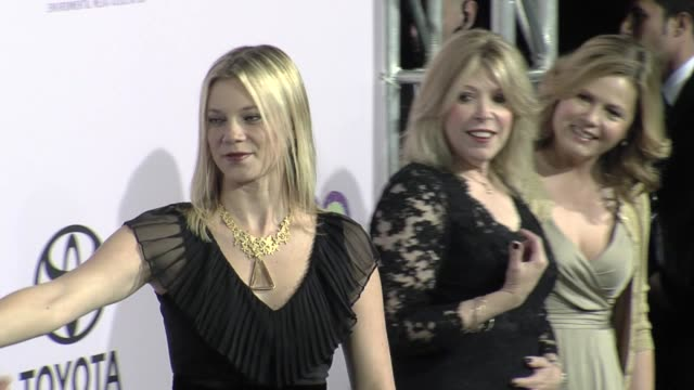 vidéos et rushes de amy smart at the the 18th annual environmental media awards benefiting the environment at los angeles ca. - environmental media awards