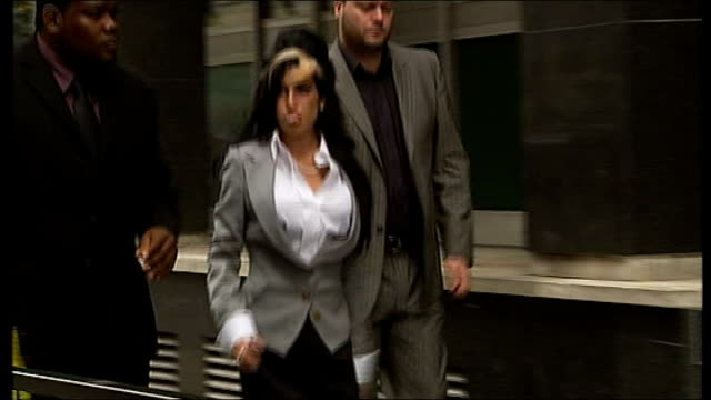 amy winehouse charged with assault at pantomime; july 2009: england: london: ext **flashlight photography** amy winehouse along and into court - amy winehouse stock-videos und b-roll-filmmaterial