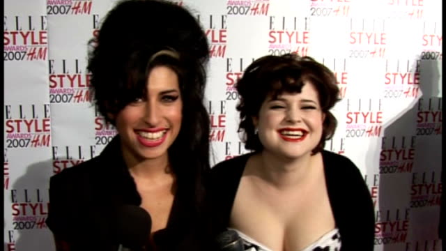 parents visit tributes outside her camden home; file: 12.2.2007 / r12020713 amy winehouse with tv personality kelly osbourne on red carpet at elle... - amy winehouse stock-videos und b-roll-filmmaterial