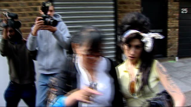 parents visit tributes outside her camden home; april 2008 / r25040802 camden town: **beware flash photography** amy winehouse along from her house... - amy winehouse stock-videos und b-roll-filmmaterial