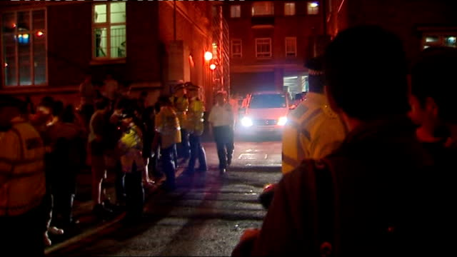 Amy Winehouse released on bail after drugs arrest 752008 London Limehouse Police Station PHOTOGRAPHY * * Police officers and press scrum as van...