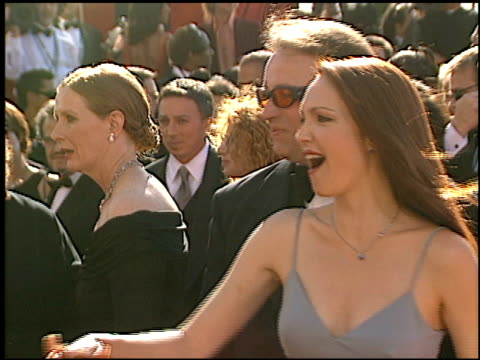 vídeos de stock, filmes e b-roll de amy yasbeck at the 2002 emmy awards at the shrine auditorium in los angeles california on september 22 2002 - amy yasbeck