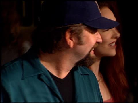 vídeos de stock, filmes e b-roll de amy yasbeck at the 'bandits' premiere on october 4 2001 - amy yasbeck