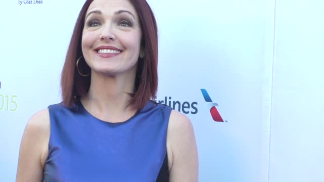 vídeos de stock, filmes e b-roll de amy yasbeck at the designcare gala at the lot studios on august 08 2015 in los angeles california - amy yasbeck