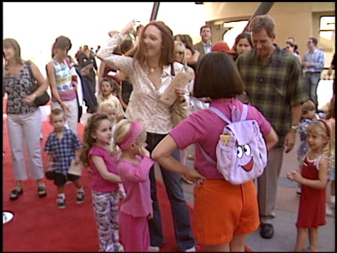 vídeos de stock, filmes e b-roll de amy yasbeck at the 'dora the exporer' premiere at the kodak theatre in hollywood california on august 9 2003 - amy yasbeck