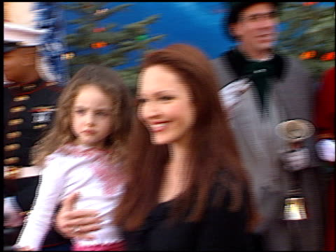 vídeos de stock, filmes e b-roll de amy yasbeck at the premiere of 'the santa clause ii' at the el capitan theatre in hollywood california on october 27 2002 - amy yasbeck