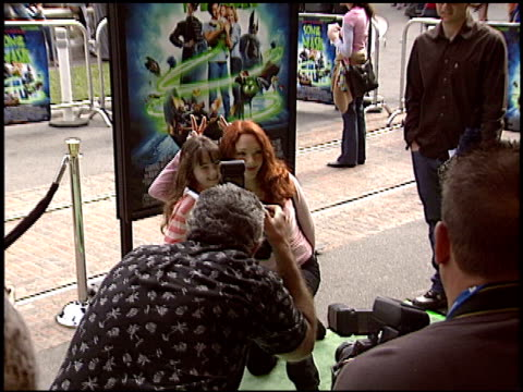 vídeos de stock, filmes e b-roll de amy yasbeck at the 'son of the mask' premiere at the grove in los angeles california on february 13 2005 - amy yasbeck