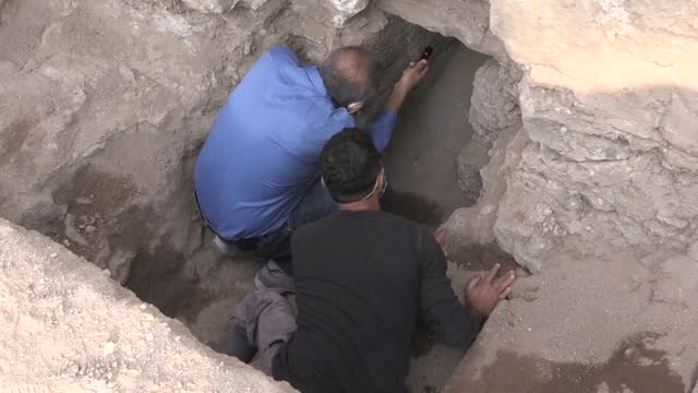 """vídeos de stock e filmes b-roll de an 1,800-year-old sewer system was discovered during archaeological excavations in amida tumulus, described as the """"heart of the old city"""", in the... - arqueologia"""