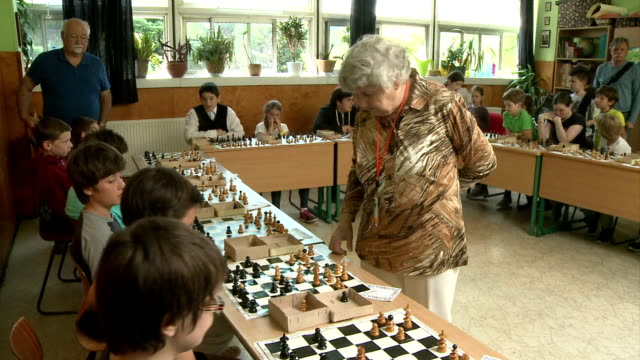 vídeos de stock, filmes e b-roll de an 87yearold hungarian woman aims this weekend to set a world record by beating 1920s cuban chess grandmaster jose raul capablanca at his own game... - cultura húngara