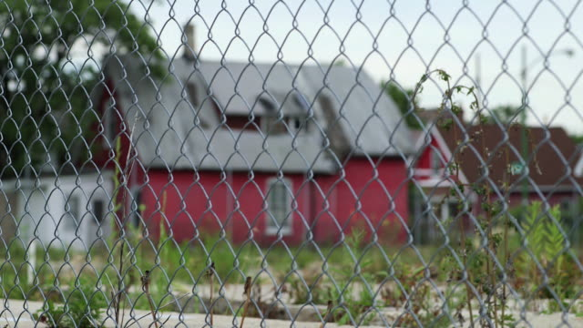 an abandoned home in chicago - wire mesh fence stock videos & royalty-free footage