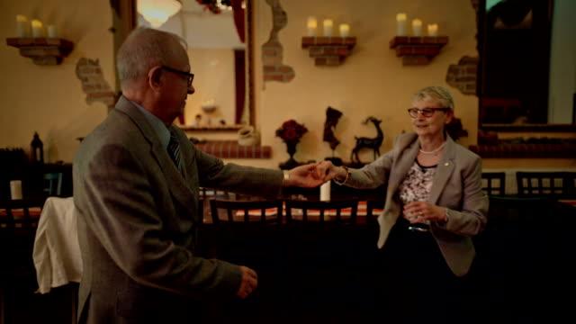 stockvideo's en b-roll-footage met an active senior couple is dancing during a birthday party - jong van hart