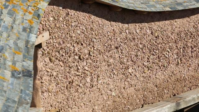 an adobe earth wall, or rammed earth wall at the mount pleasant ecological park, porthtowan, cornwall, uk. - adobe bildbanksvideor och videomaterial från bakom kulisserna