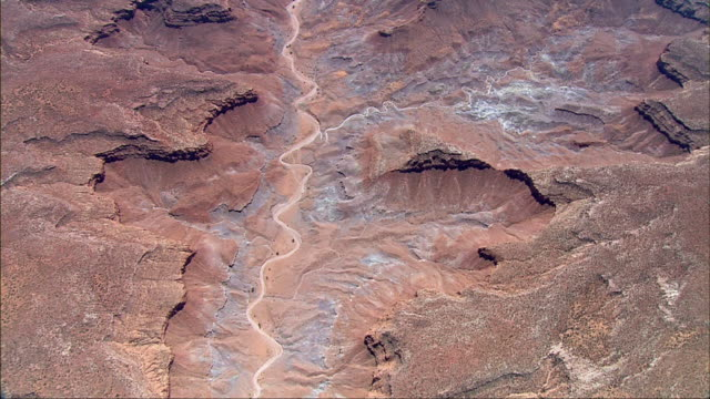 an aerial of the grand canyon shows the intricacies of the desert floor with its mighty plateaus. - canyon stock-videos und b-roll-filmmaterial