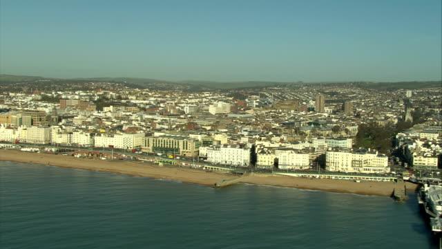 an aerial shot across the seafront of brighton available in hd. - ブライトン パレスピア点の映像素材/bロール